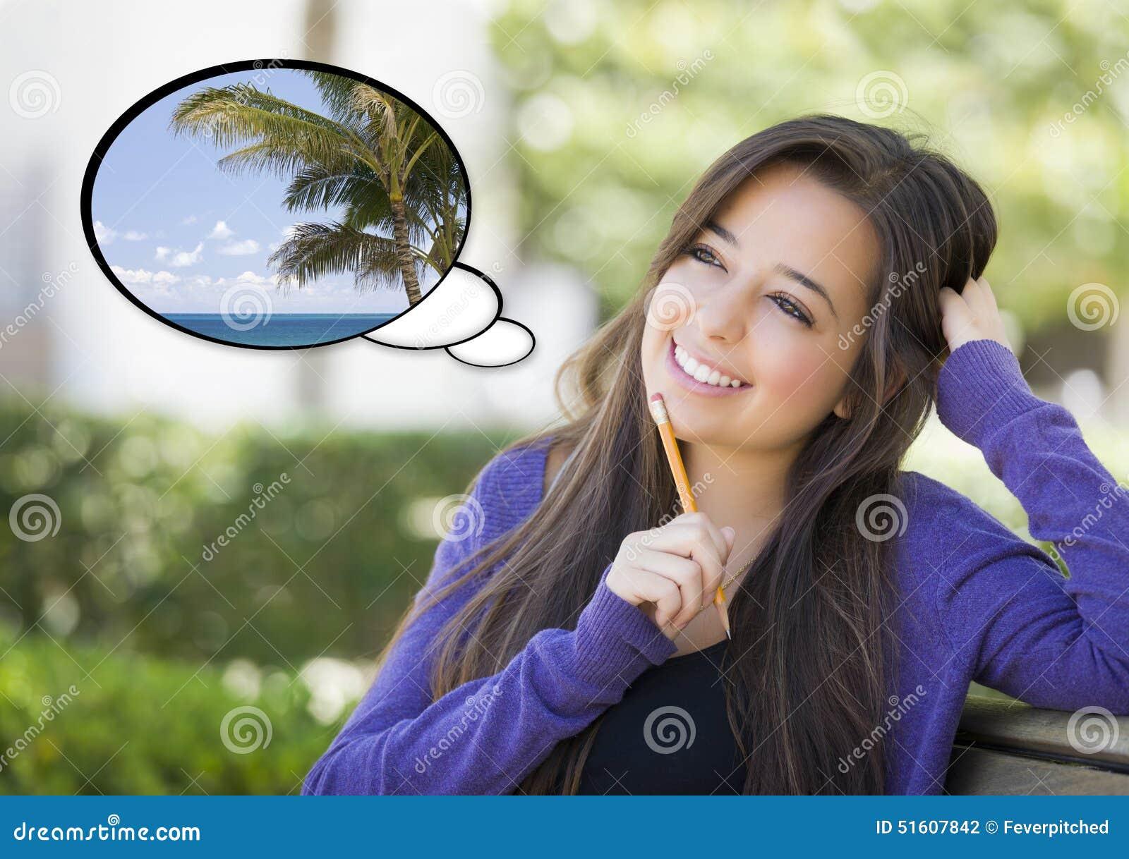 Nachdenkliche Frau mit tropischer Szene innerhalb der Gedanken-Blase