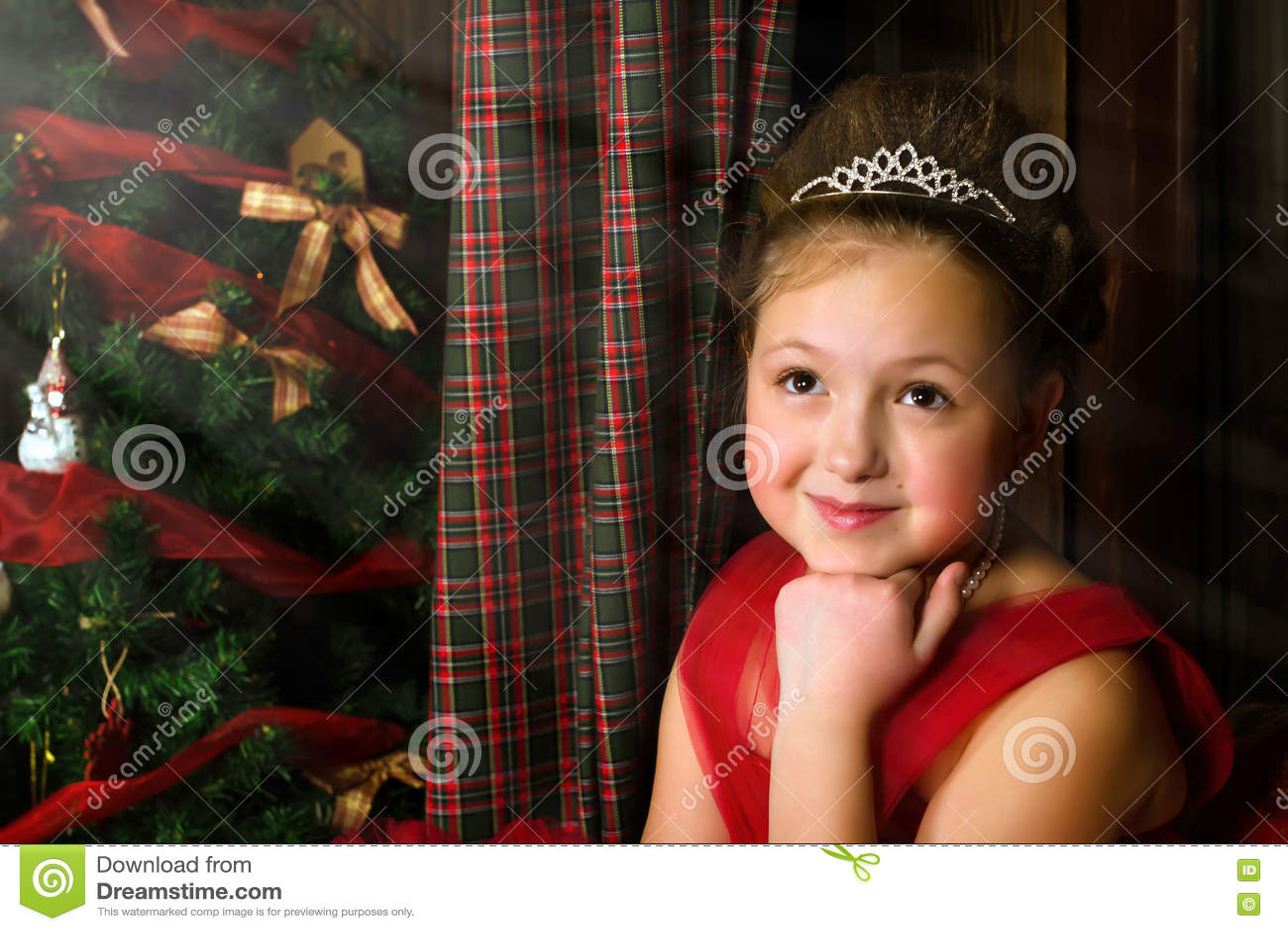 Nachdenkliches Mädchen Begrüßt Neues Jahr Und Weihnachten Stockbild ...
