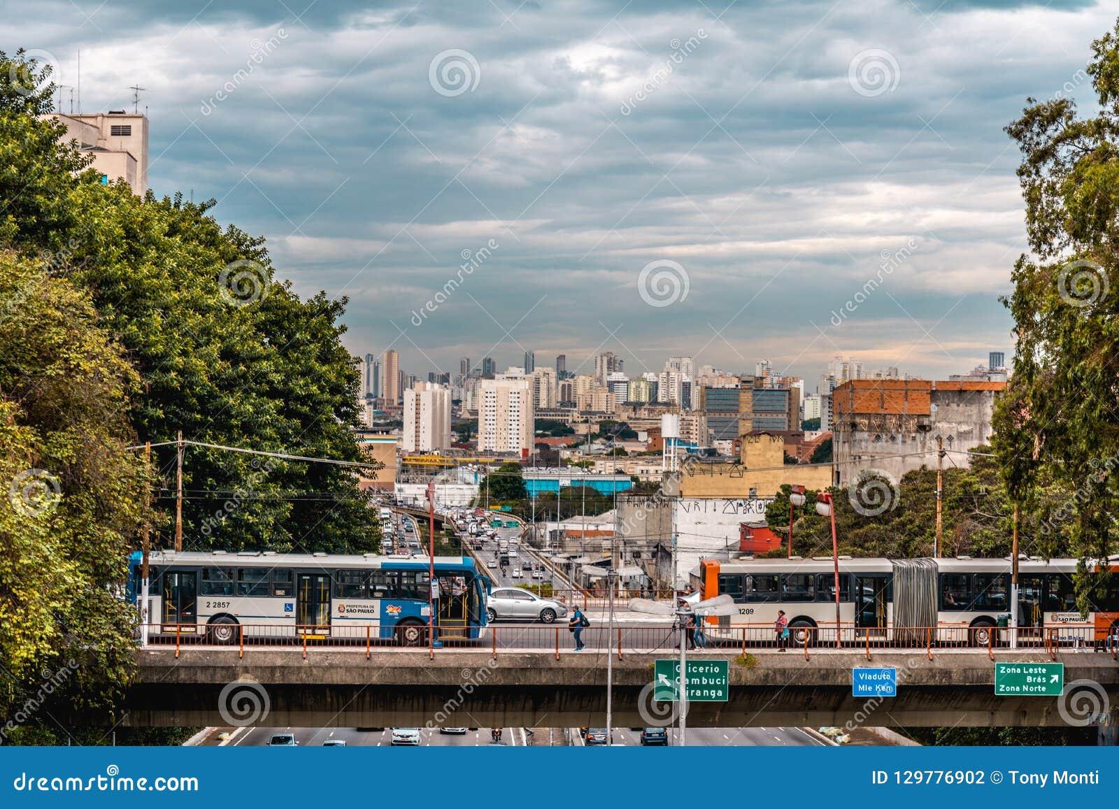 Nachmittag in der riesigen städtischen Stadt von Sao Paulo