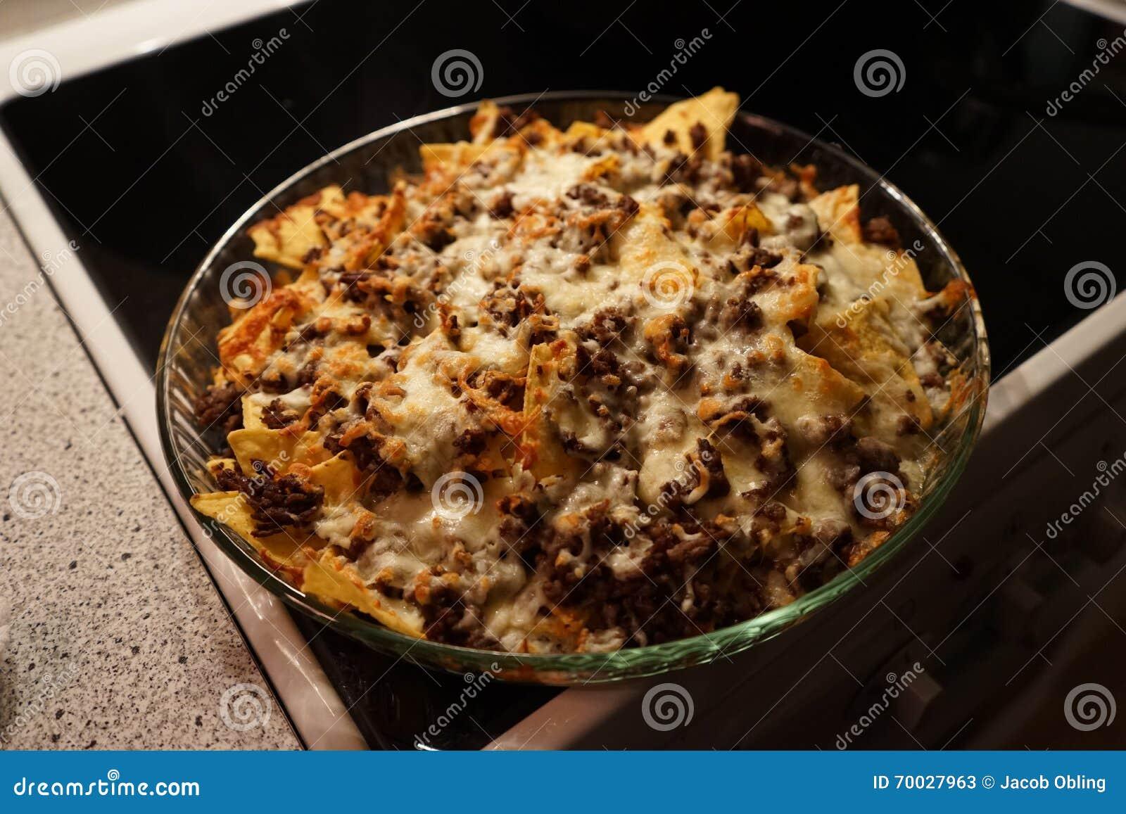 Nachos com carne e queijo