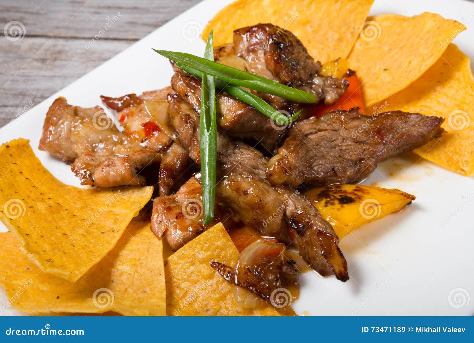 Nachos com carne fritada