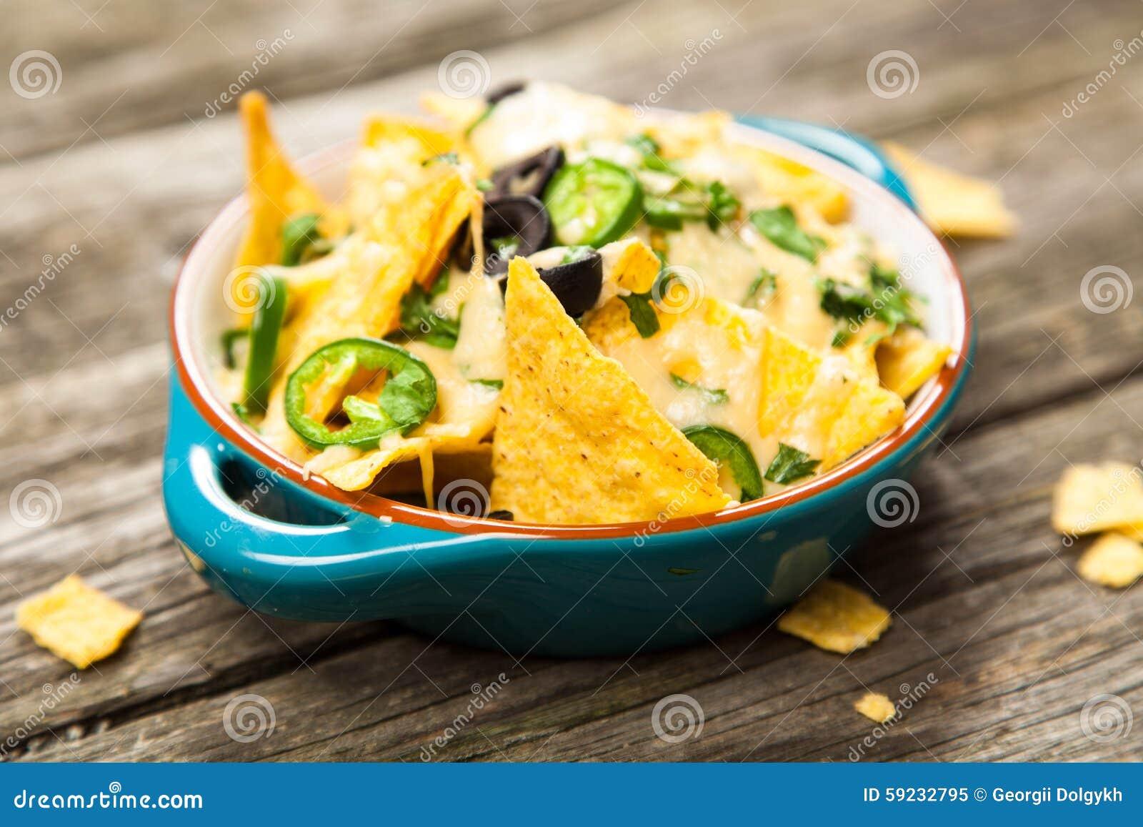 Download Nachos con queso derretido imagen de archivo. Imagen de cheddar - 59232795