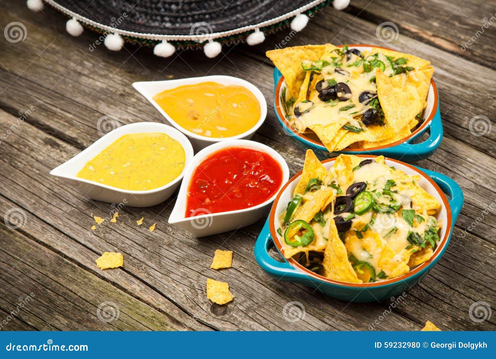 Download Nachos con queso derretido foto de archivo. Imagen de mexicano - 59232980