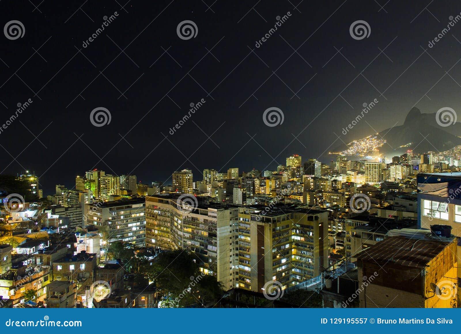 Nacht auf dem Hügel von cantagalo