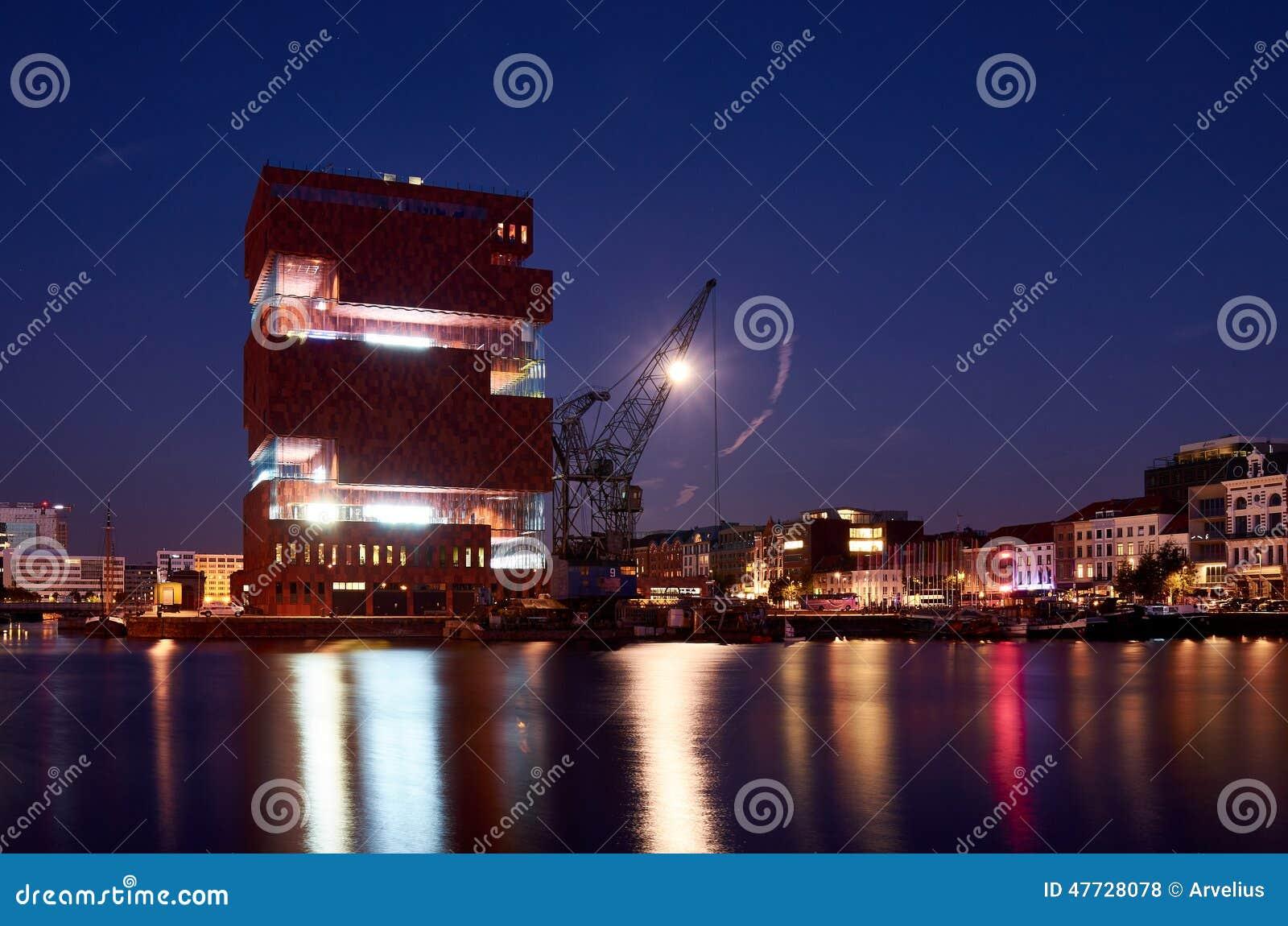 Nachtansicht über das MAS-Museum in Antwerpen