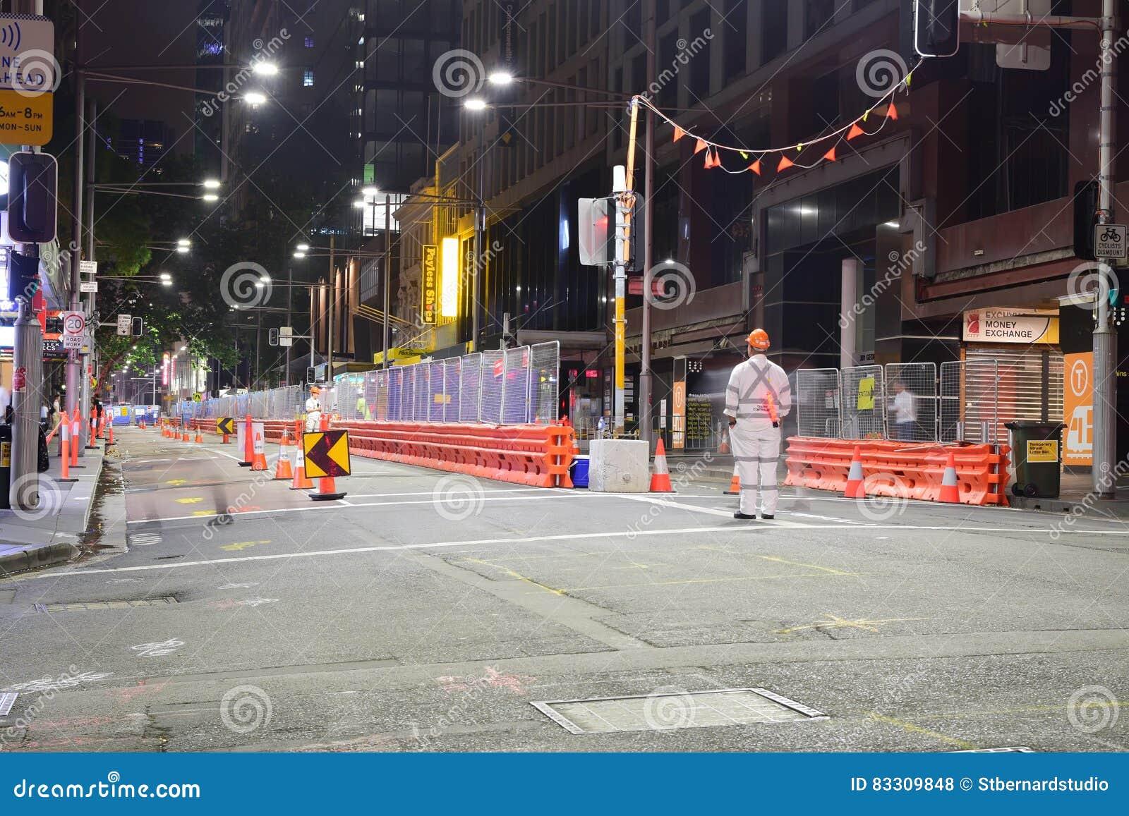 Nachtansicht von CBD und heller Schienensüdostbau entlang George Street