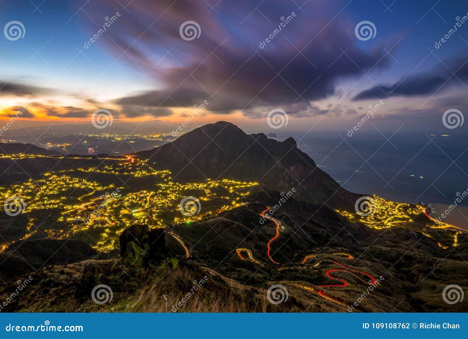 Nachtansicht von jinguashi Dorf