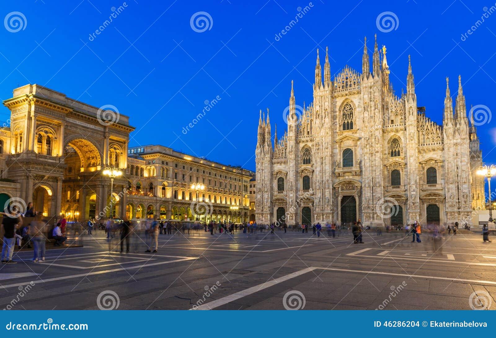 Nachtansicht von Milan Cathedral (Duomodi Mailand), von Galerie und von Marktplatz Del Duomo Vittorio Emanueles II in Mailand