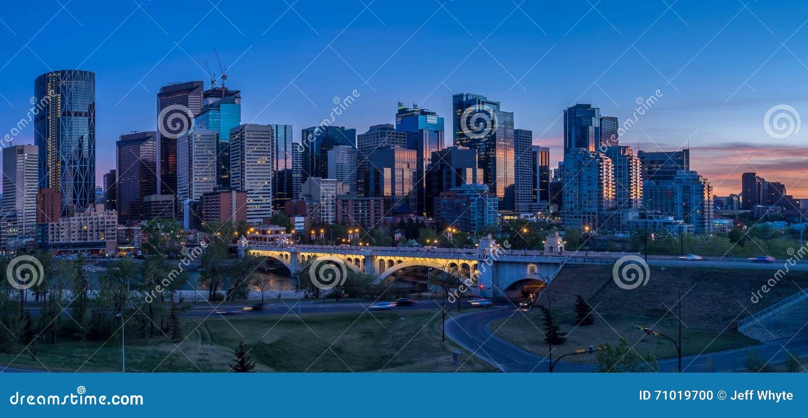 Nachtcityscape van Calgary, Canada