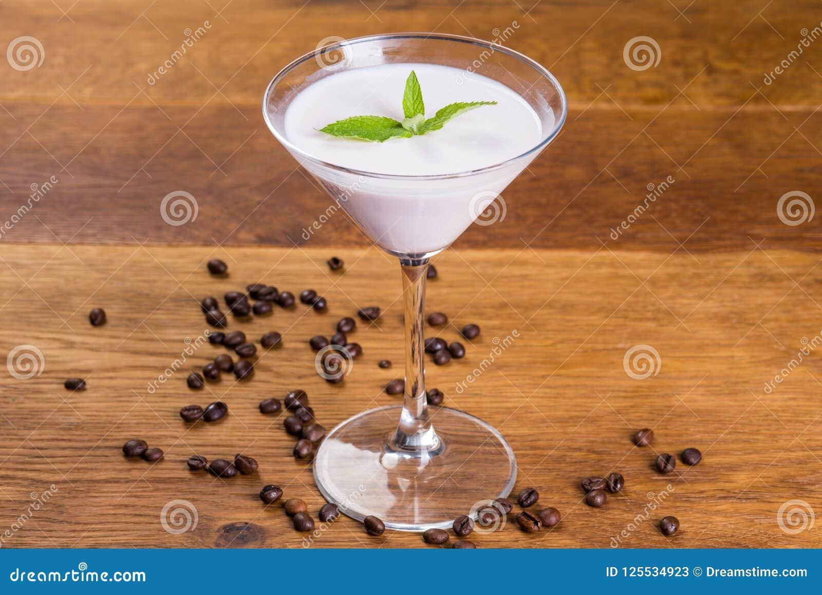 Nachtisch Melken Sie Pudding mit Vanillearoma und tadellosem lentik