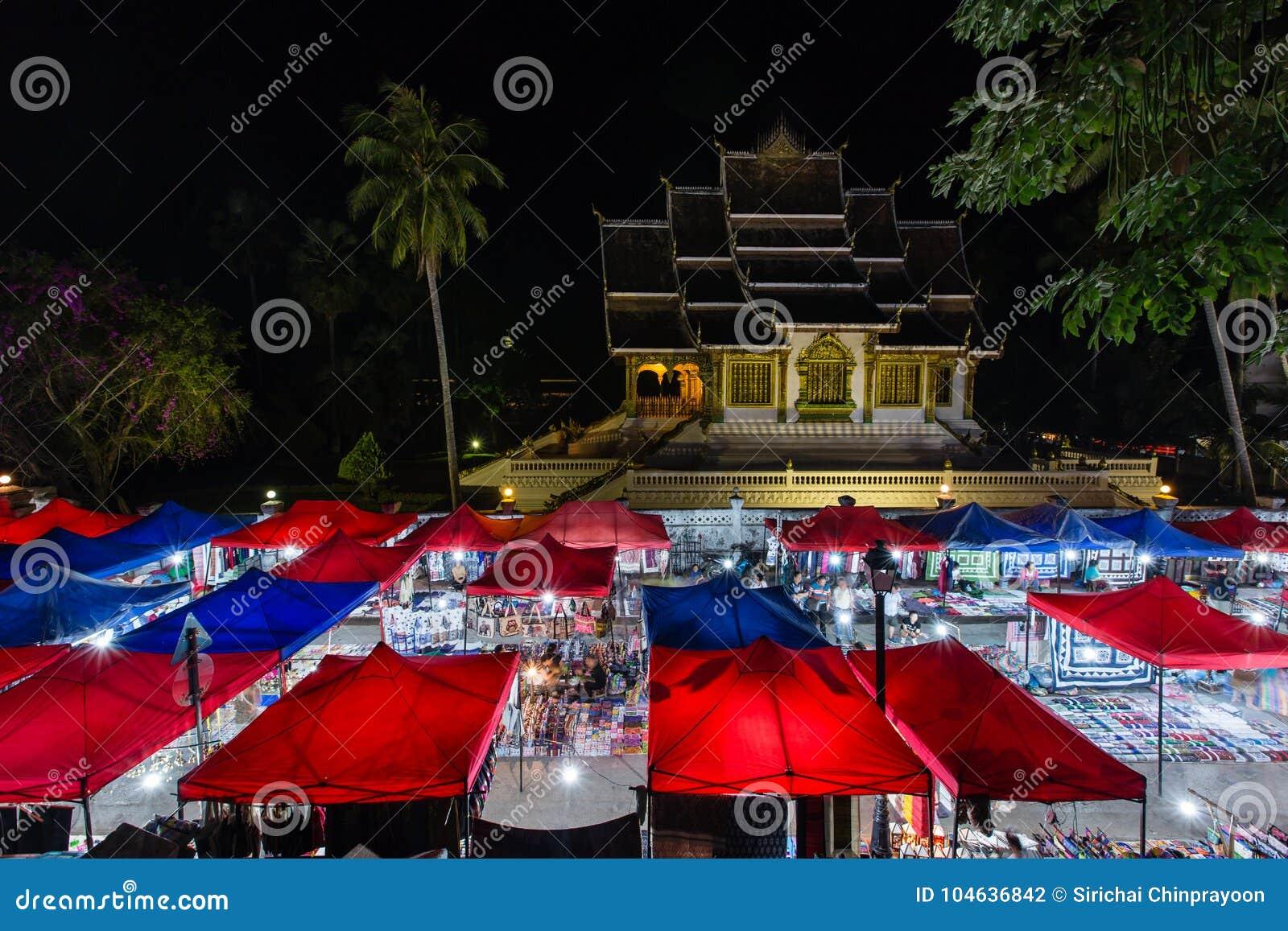 Download Nachtmarkt In Luang Prabang Redactionele Fotografie - Afbeelding bestaande uit reis, stad: 104636842