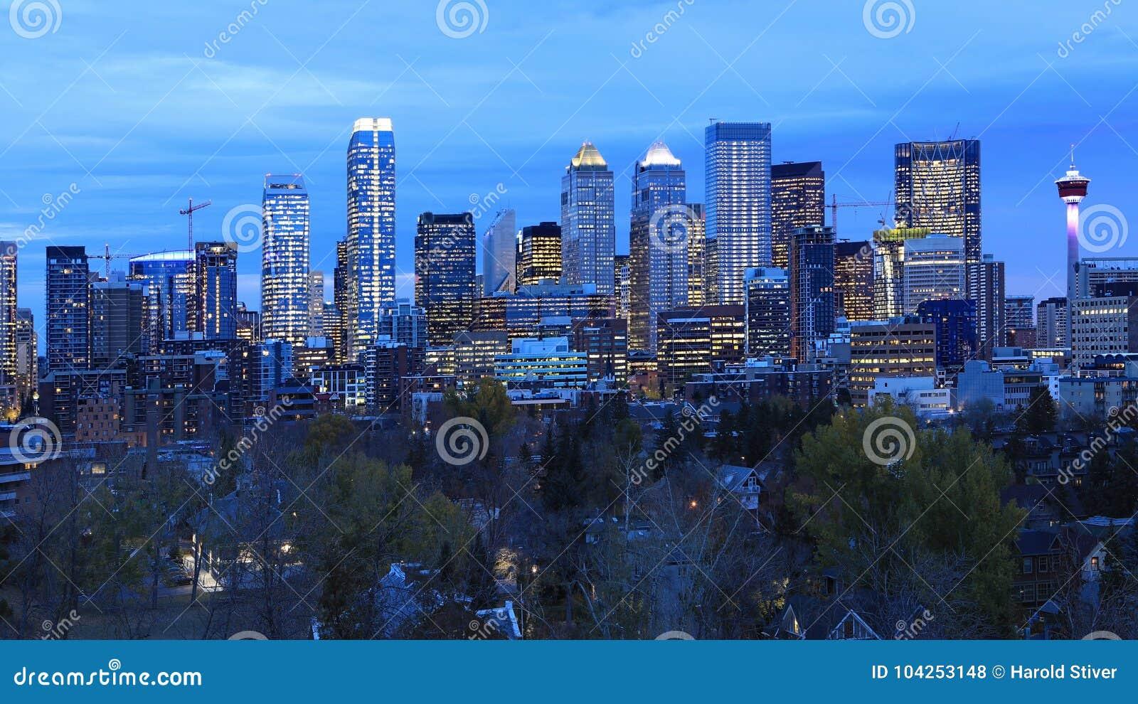 Nachtmening de horizon van van Calgary, Canada