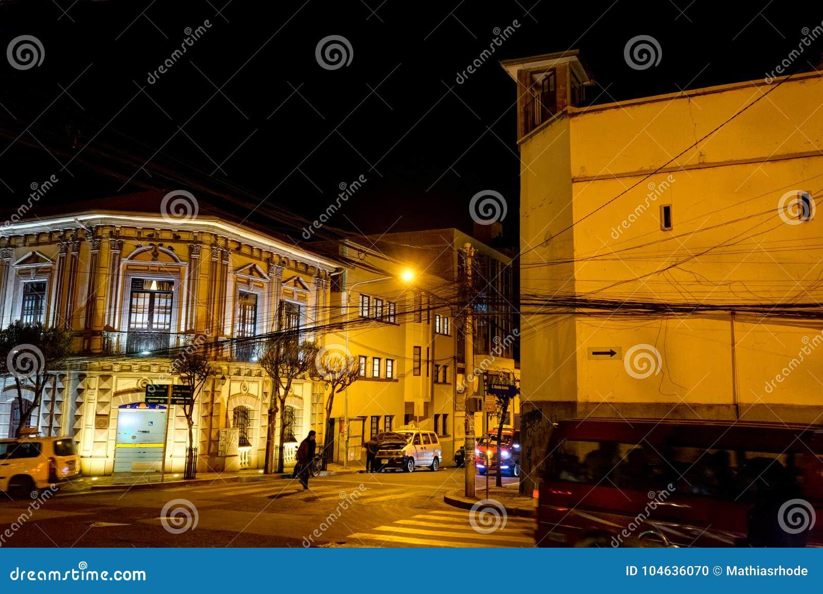 Download Nachtmening Naar Bergenla Paz Bolivia Redactionele Afbeelding - Afbeelding bestaande uit latijns, futuristisch: 104636070
