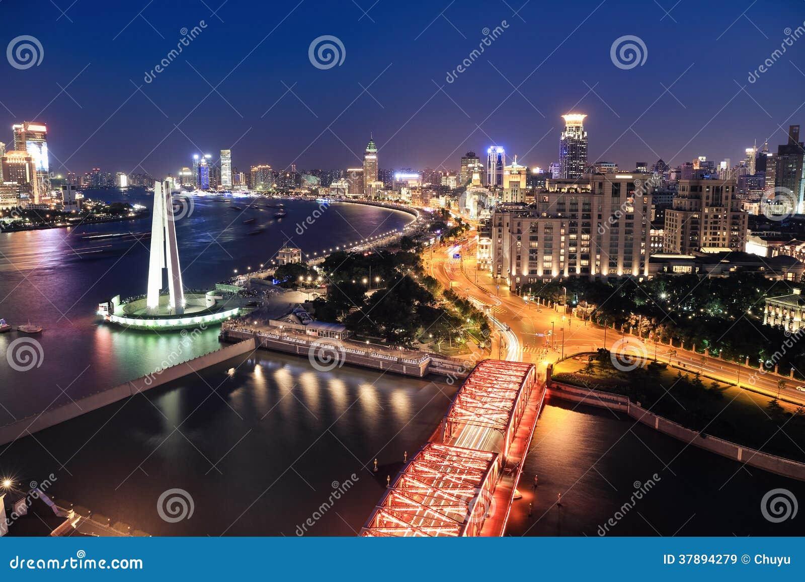Nachtmening van Shanghai de dijk