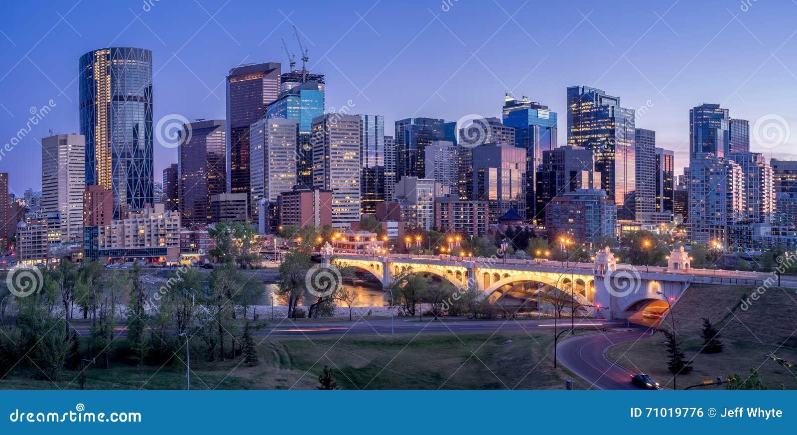 Nachtstadtbild von Calgary, Kanada