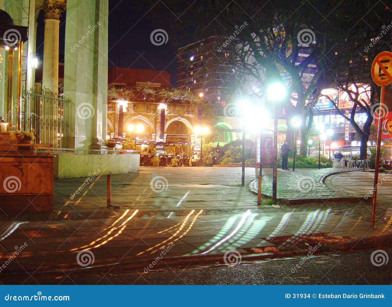 Download Nachtstraße stockfoto. Bild von leuchten, nächtlich, plasterung - 31934