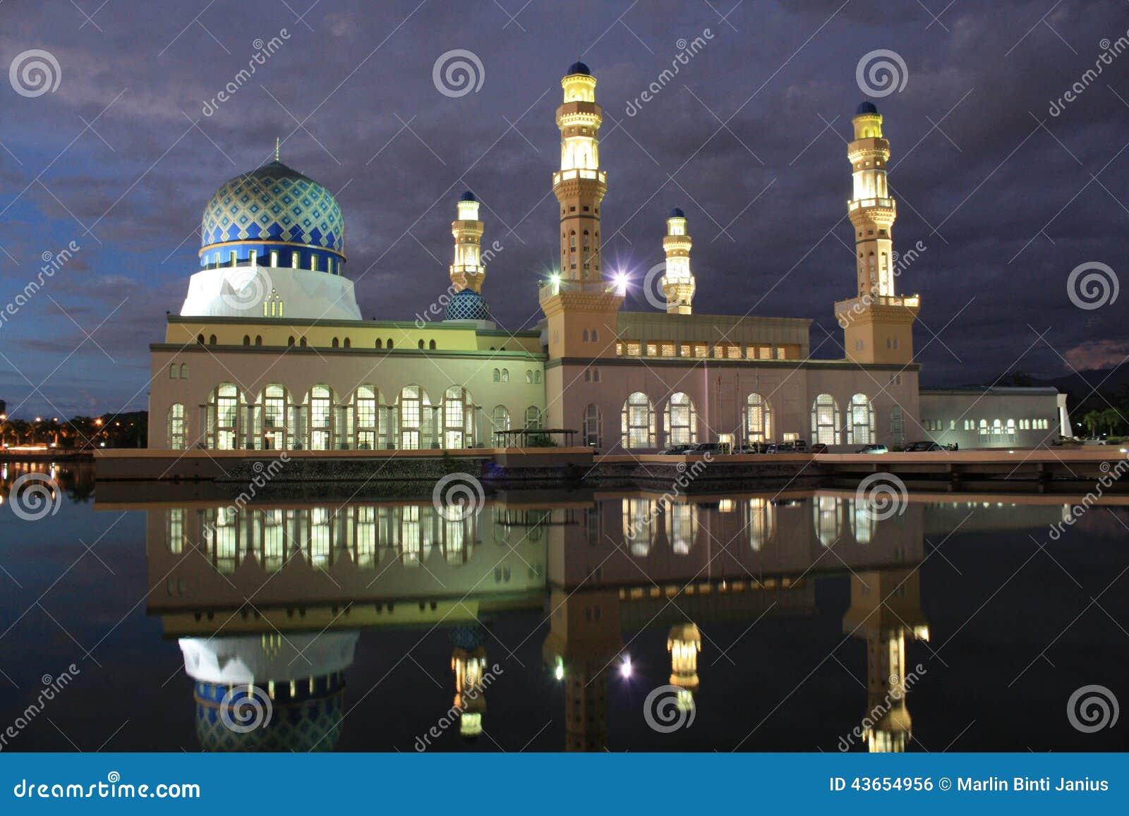 Nachtszene über Moschee In Kota Kinabalu Sabah Malaysia Stockfoto