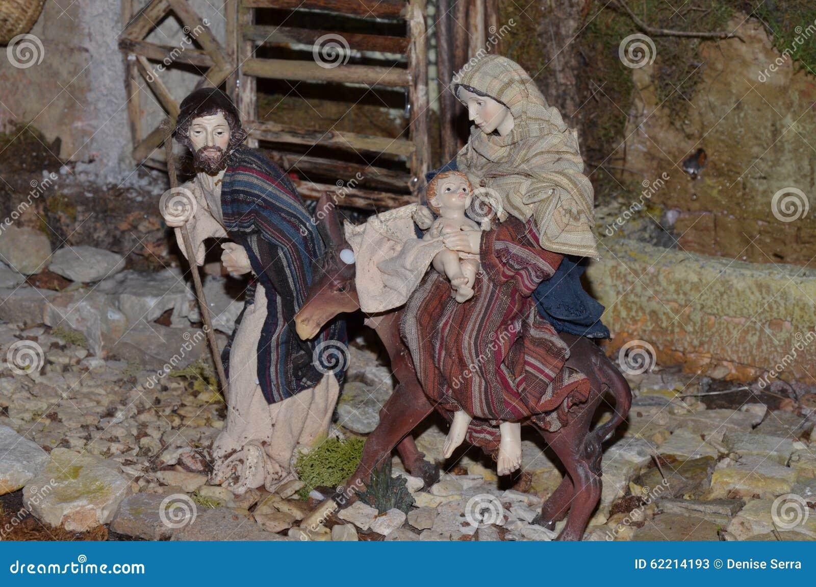 Nacimiento De Jesús En El Pesebre En Un Italiano Típico Presepe ...