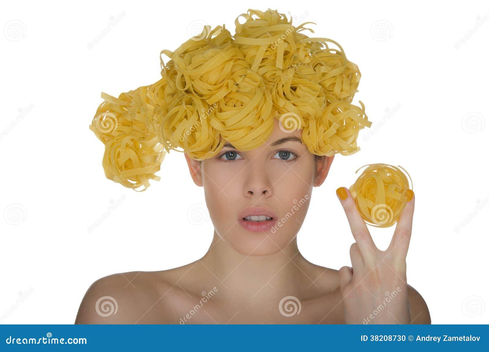 Nackte Junge Frau Mit Frisurnudel Stockfoto - Bild von