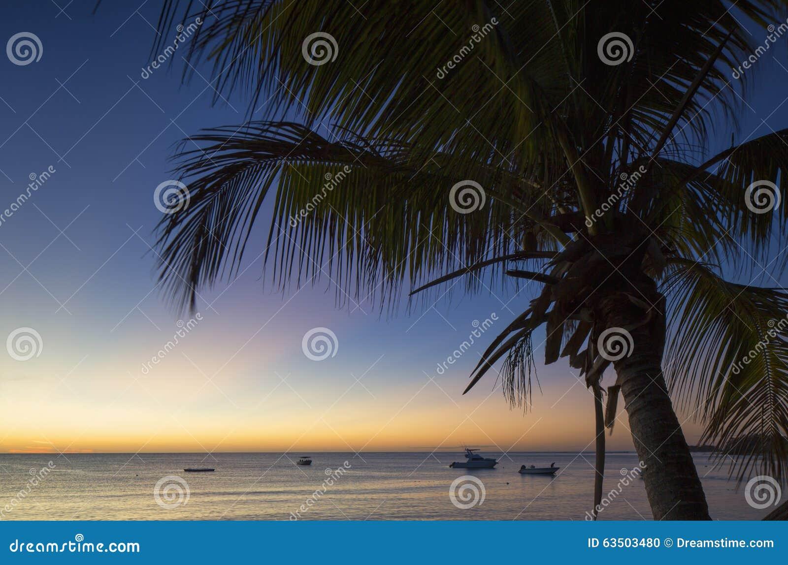 Nacula-Insel bei Sonnenuntergang, Yasawa-Inseln, Fidschi