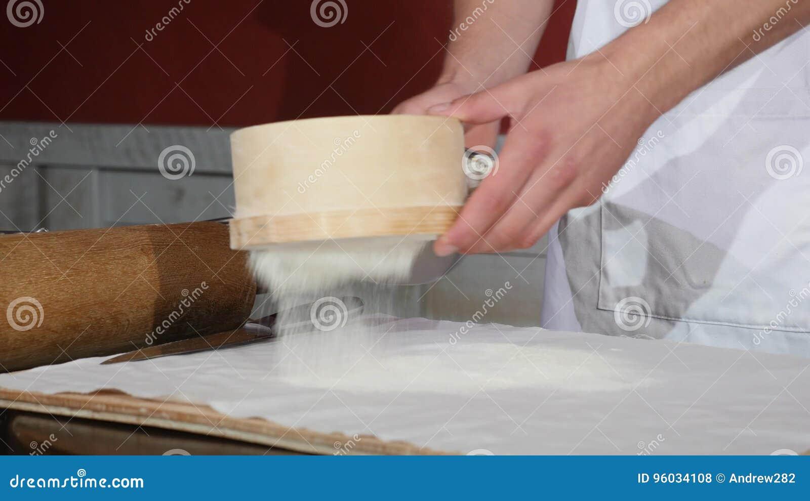 Naczelny ` s Wręcza odsiew mąkę Przez arfy Dla Piec