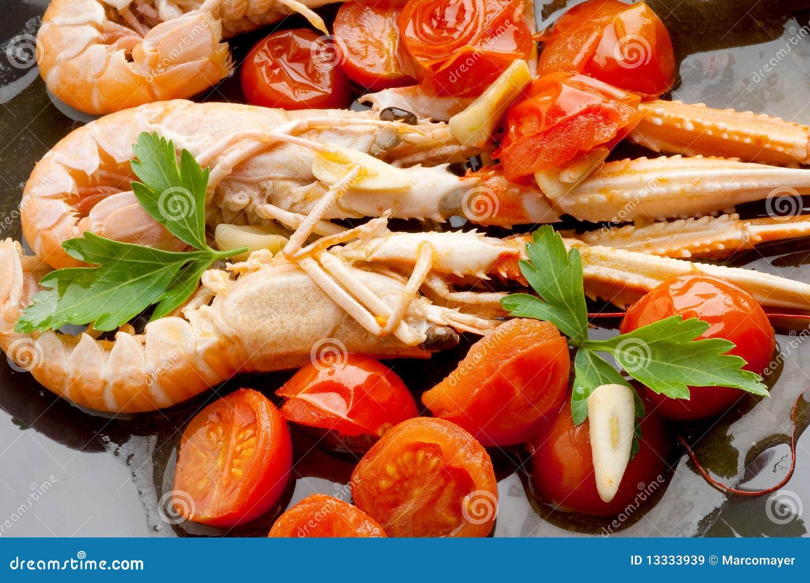 Naczynia scampi pomidory
