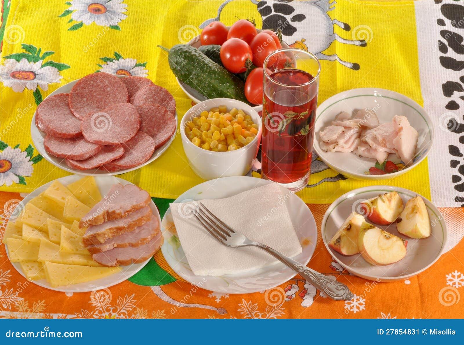 Naczynia z jedzeniem