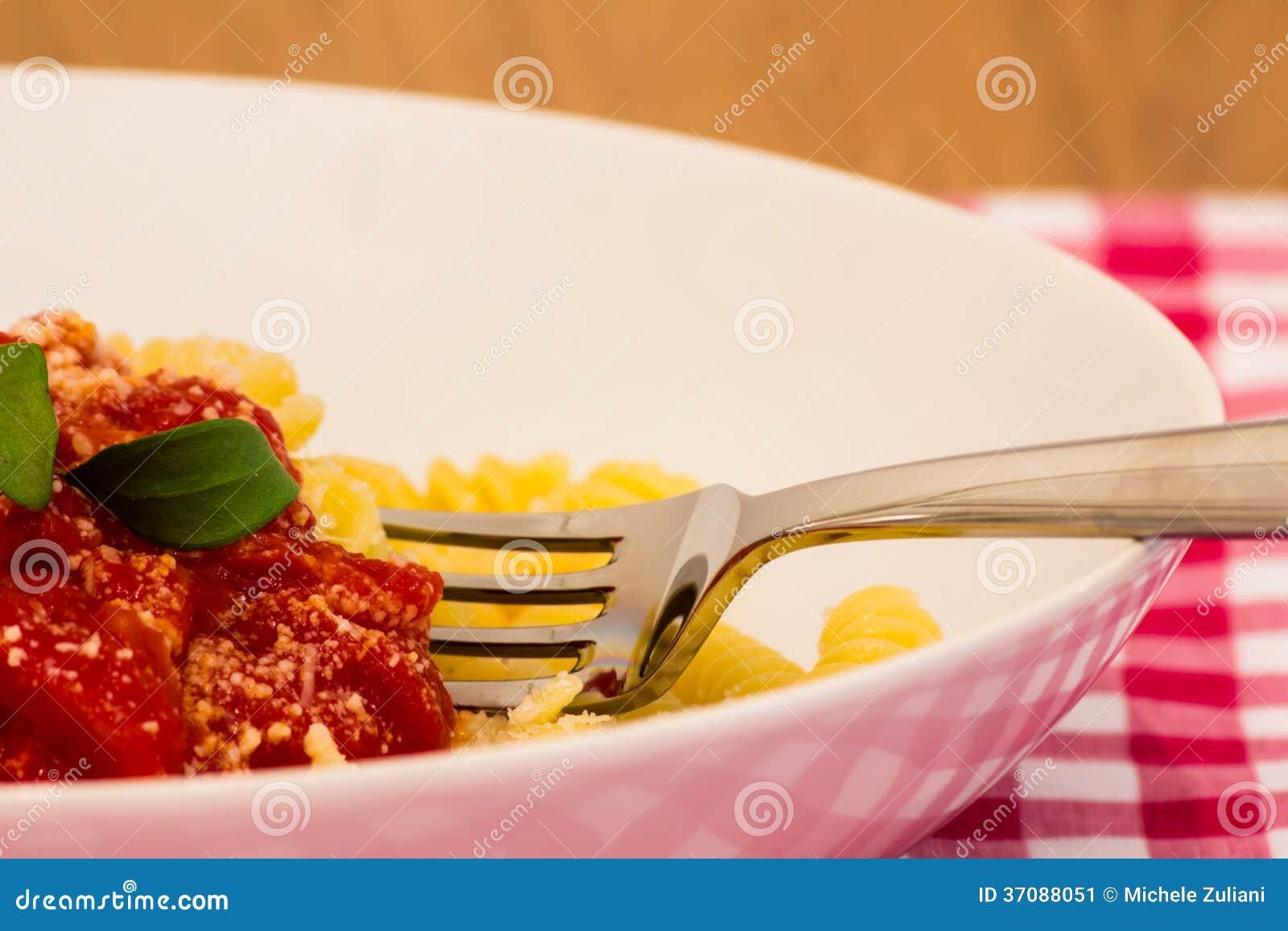 Download Naczynie Przygotowywający Jeść Makaron Obraz Stock - Obraz złożonej z rozwidlenie, puchar: 37088051