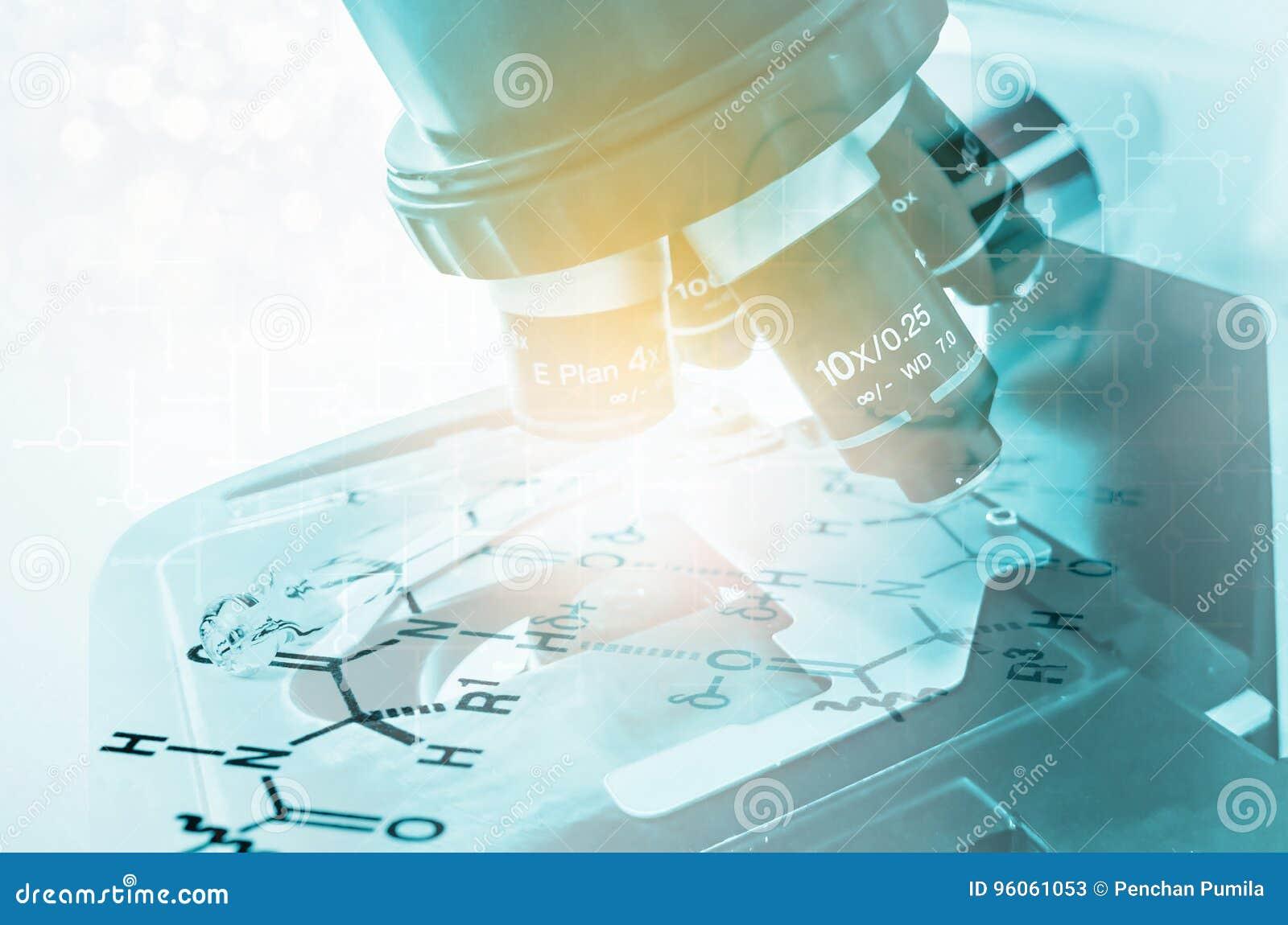 Nad biel laborancki tło mikroskop Naukowy i opieka zdrowotna badanie