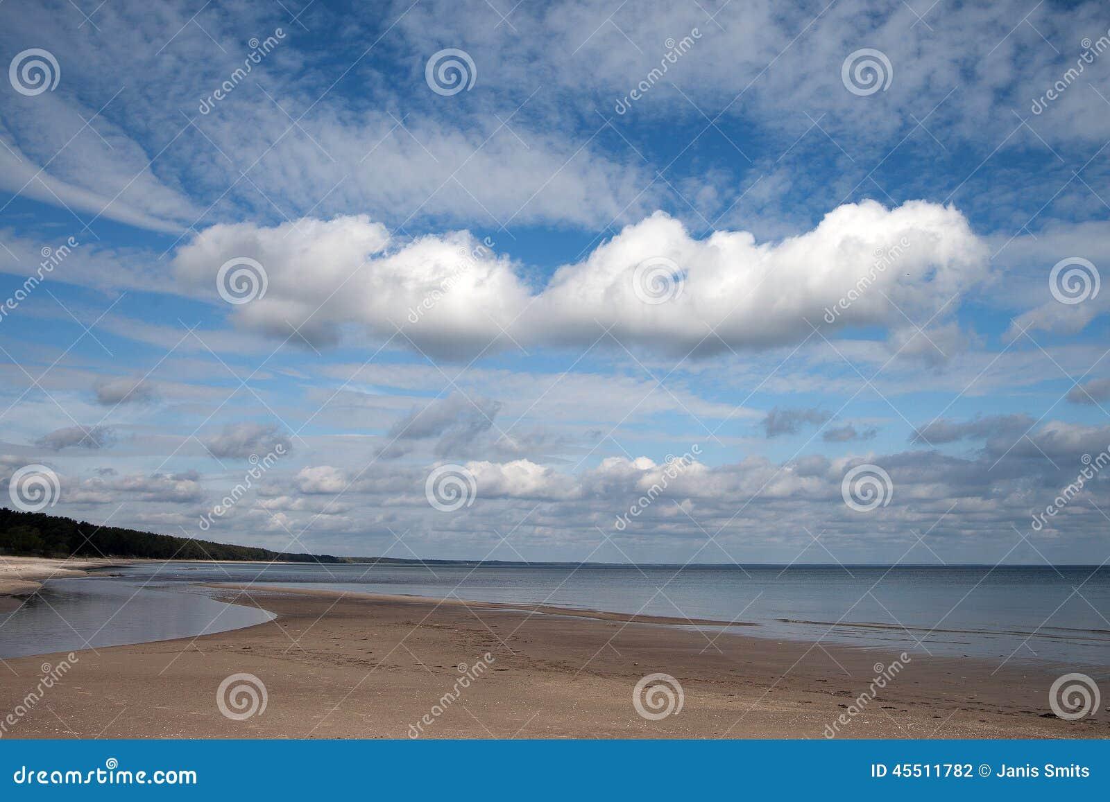 Nad morzem Baltic chmury
