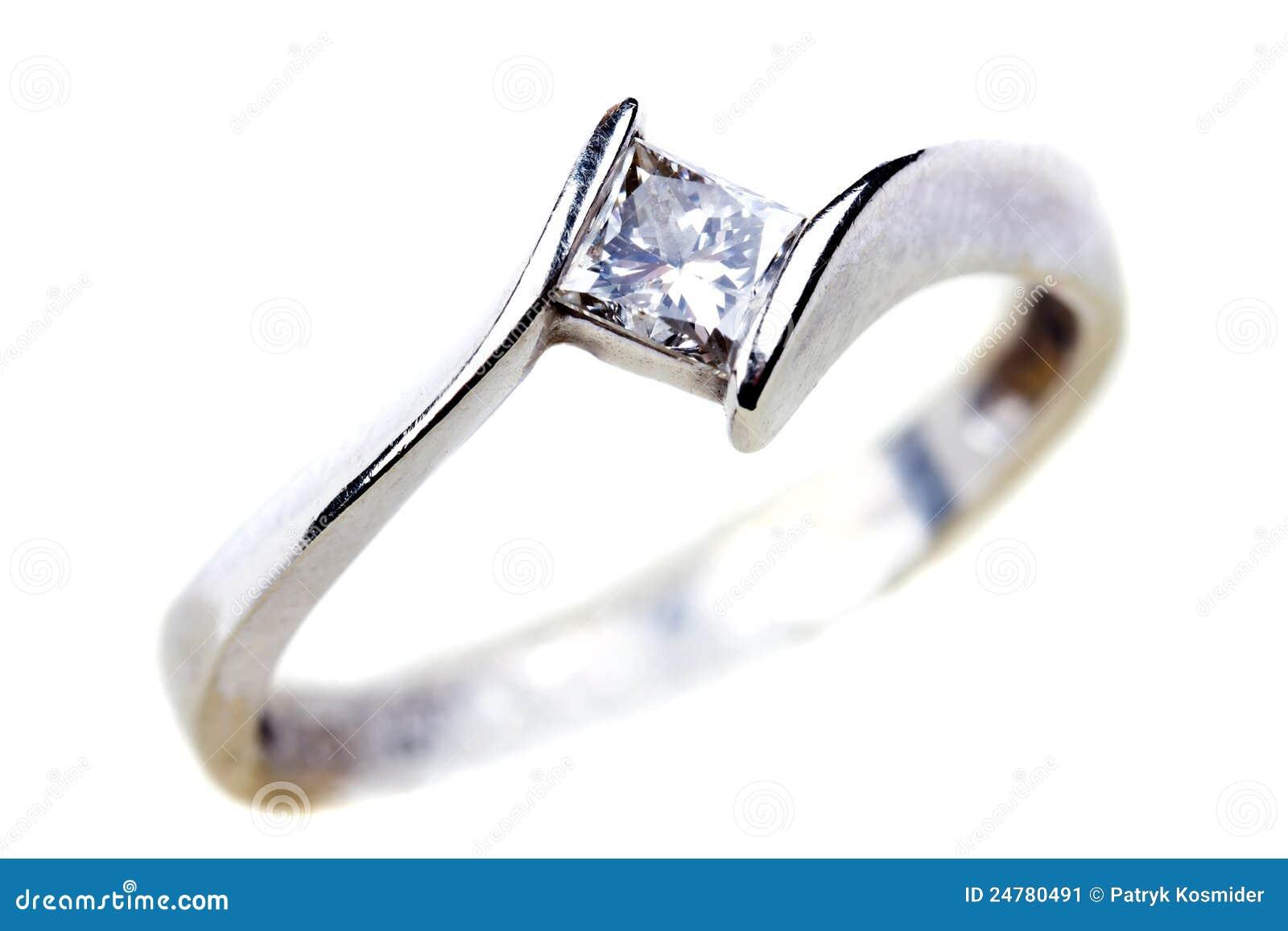 Nad ringowym biel diamentowy zobowiązanie