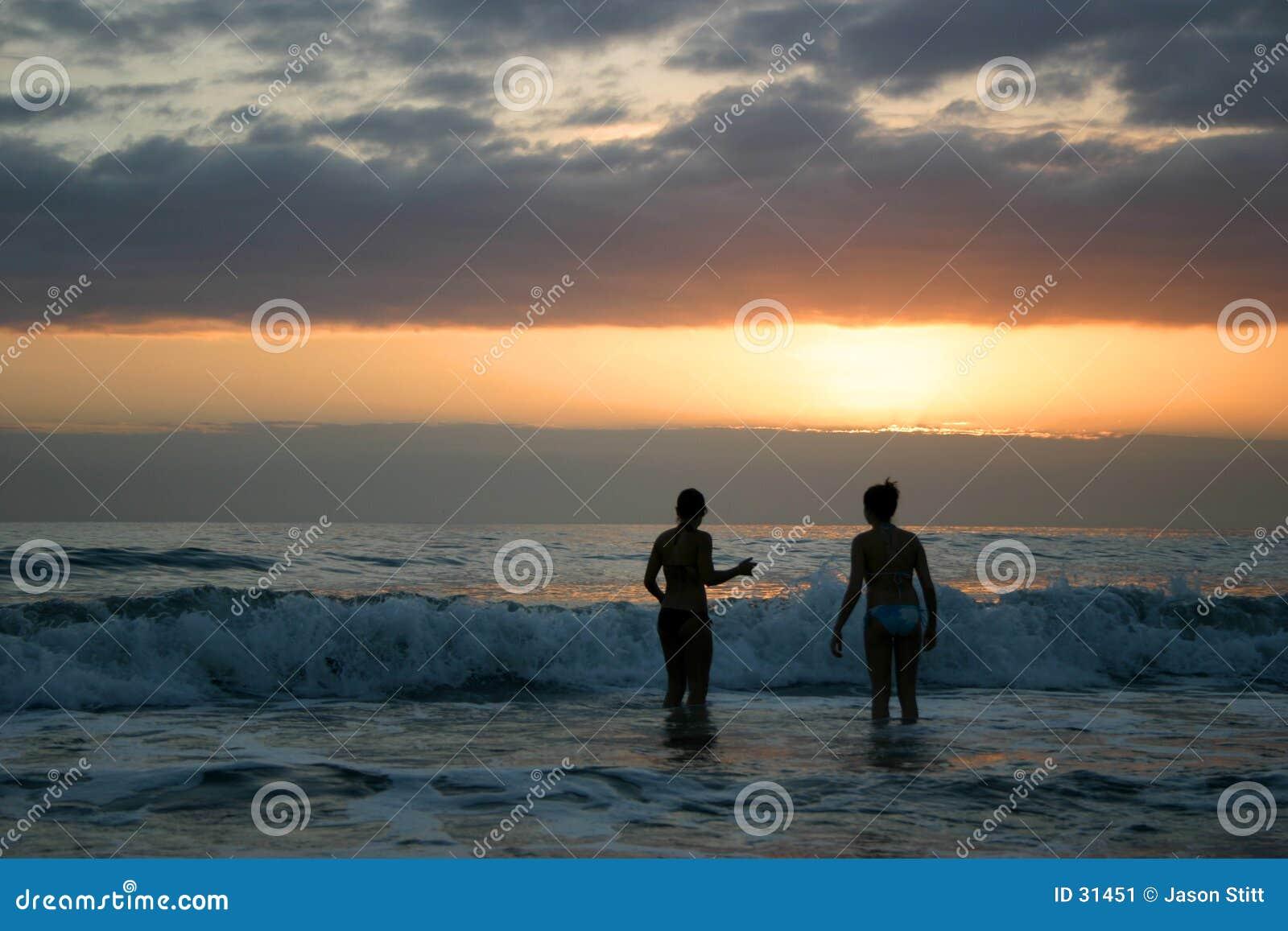 Download Nadada De La Puesta Del Sol Imagen de archivo - Imagen de crepúsculo, costero: 31451