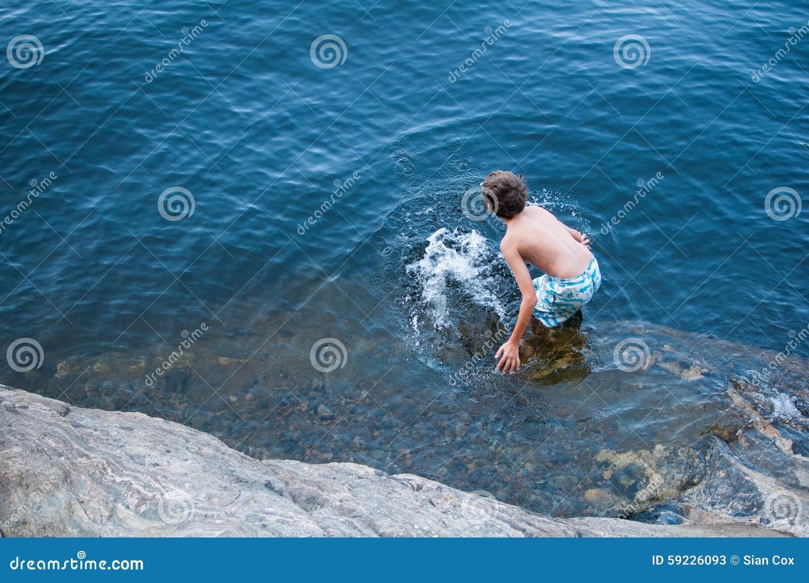 Download Nadada del verano imagen de archivo. Imagen de orilla - 59226093