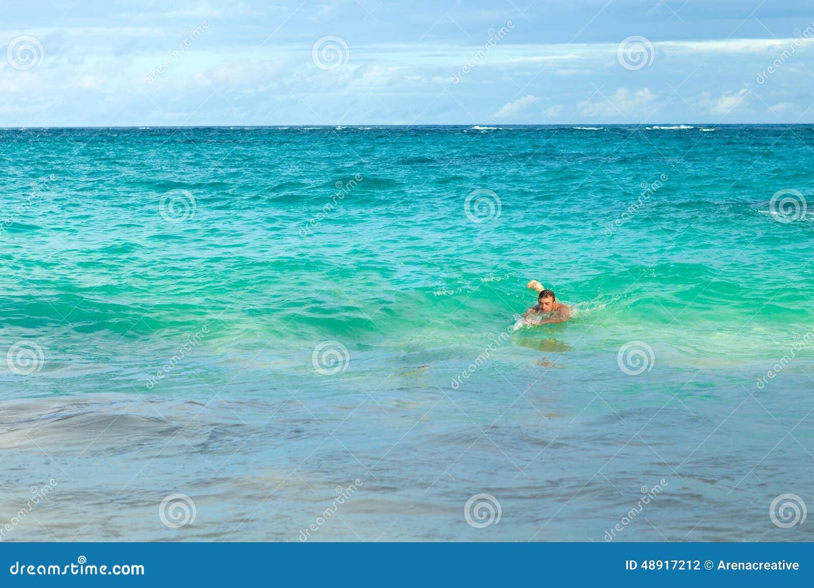 Nadador de la playa de Bermudas