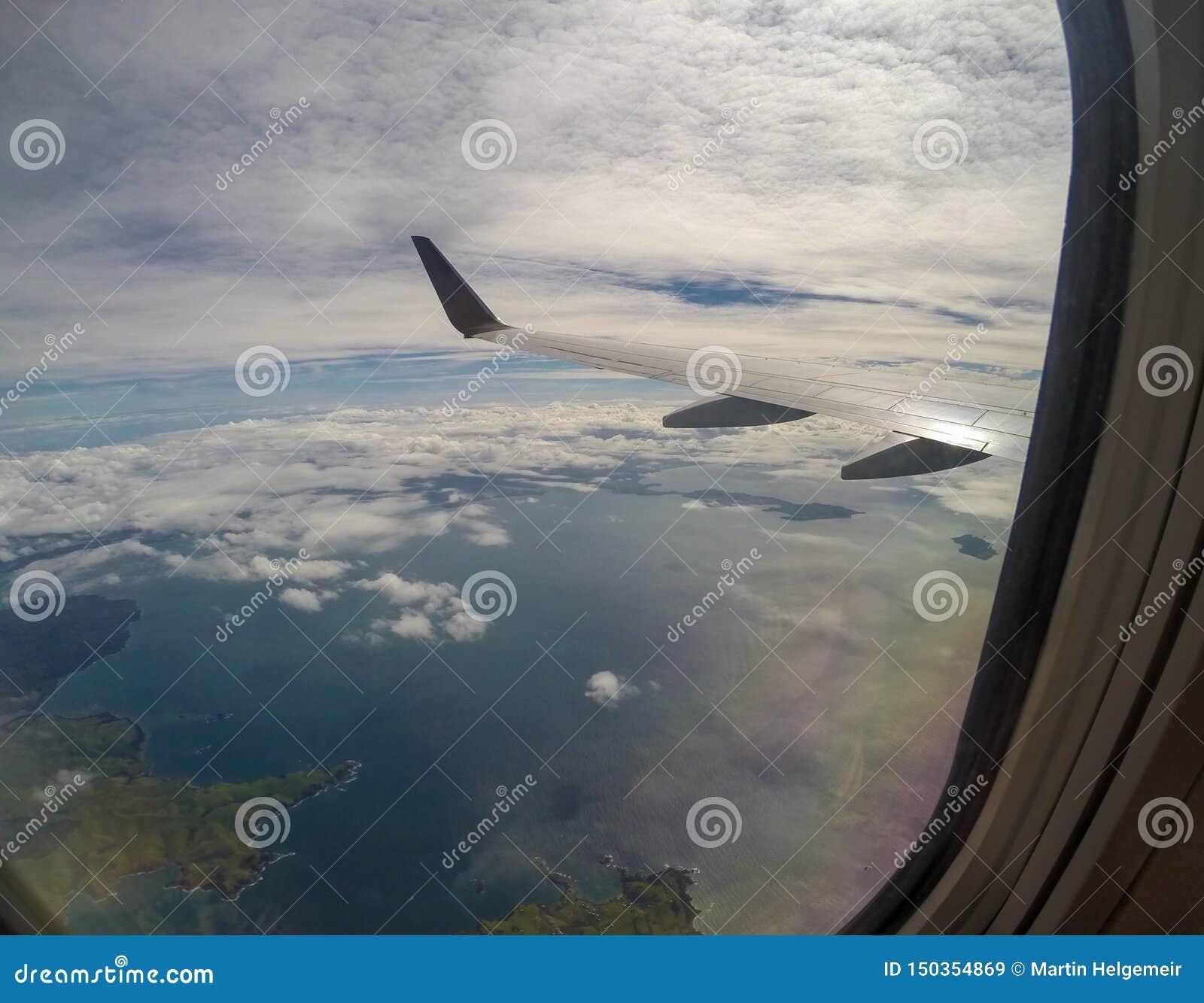 Nadi机场,斐济山热带海岸线海滩的空中风景视图在从里边的南太平洋