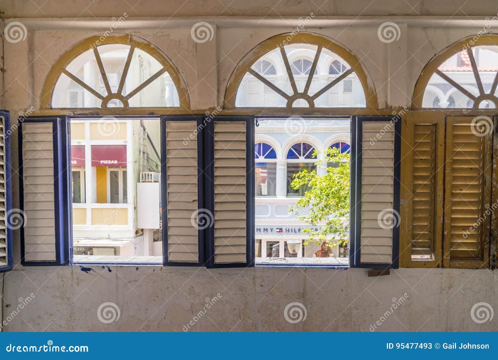Nadokienny widok starzy budynku Punda Curacao widoki -