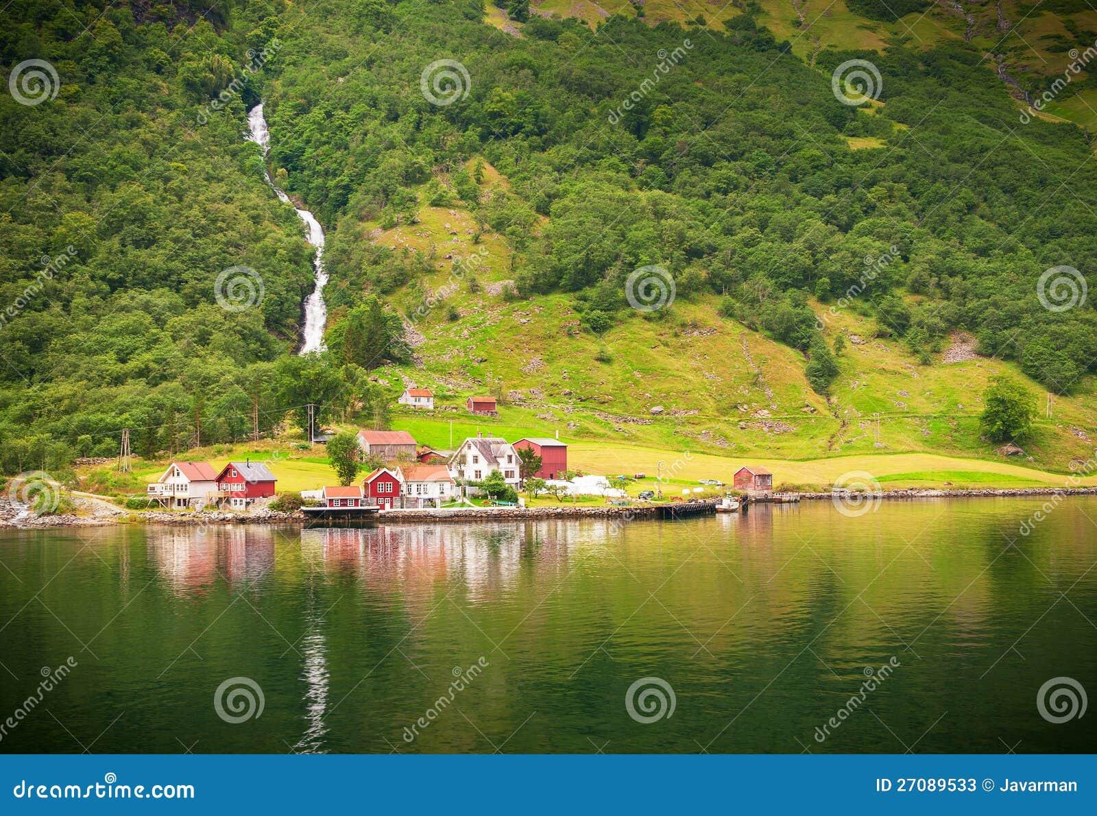 Naeroyfjord的小的村庄,挪威