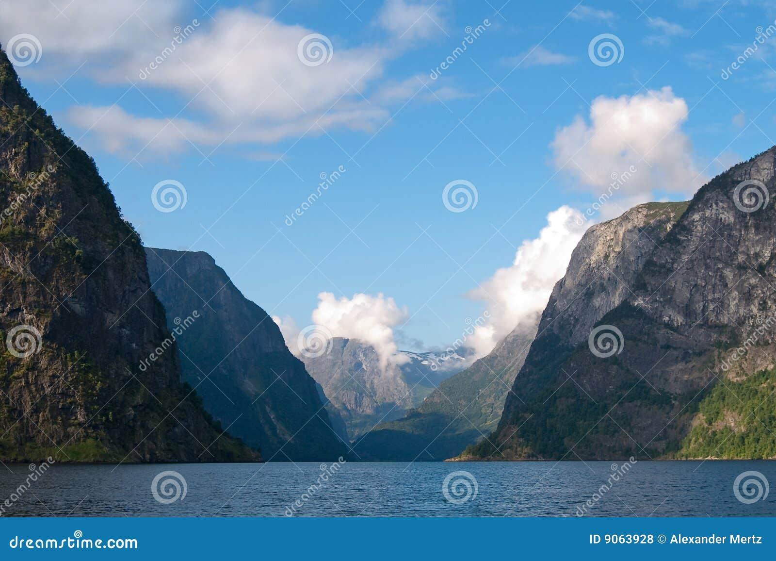 Naeroyfjord en Noruega (patrimonio mundial de la UNESCO)