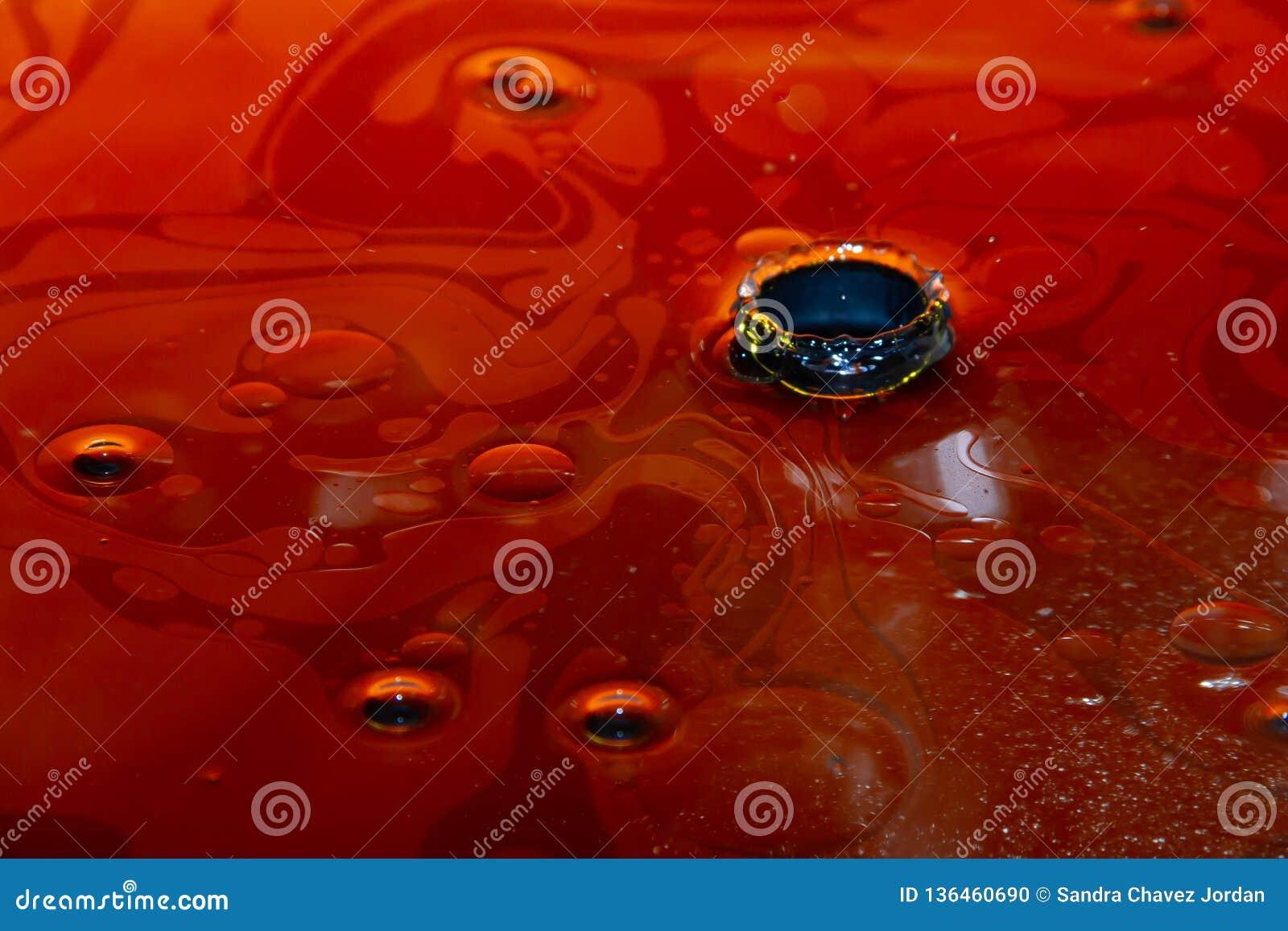 Nafciana plama z dziurą w środku Ciecz gęsty