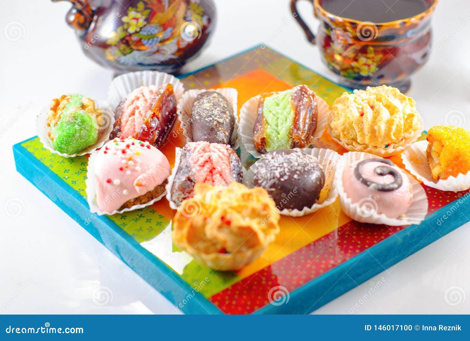 Nah?stliche Nachtische Arabische Bonbons Hennastrauch und Mimouna Cookies