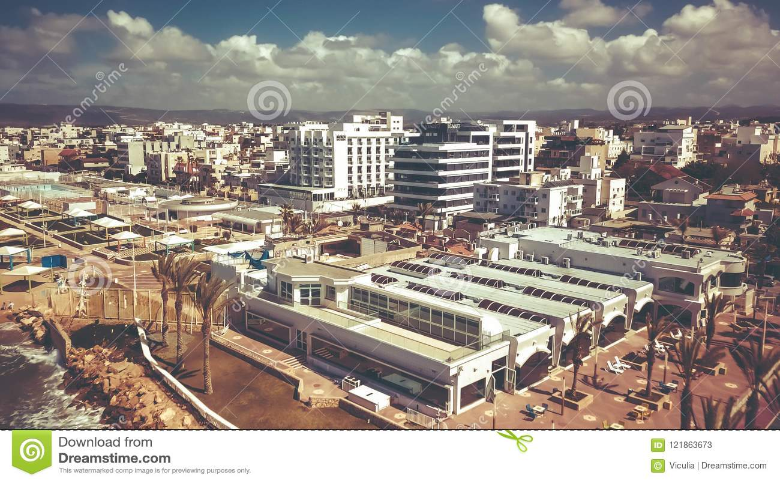 NAHARIYA, 9 ISRAËL-MAART, 2018: Luchtmening aan de stad van Nahariya, Israël