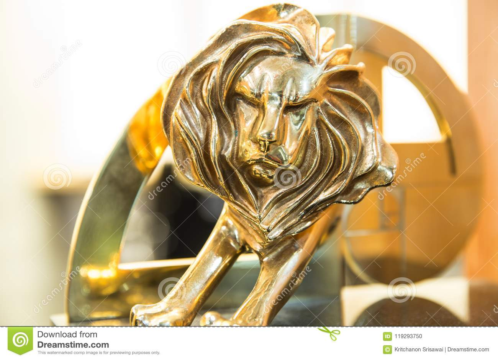 Nahaufnahme der Gold-Cannes-Löwetrophäe, Trieb an Cannes-Löwen festiv