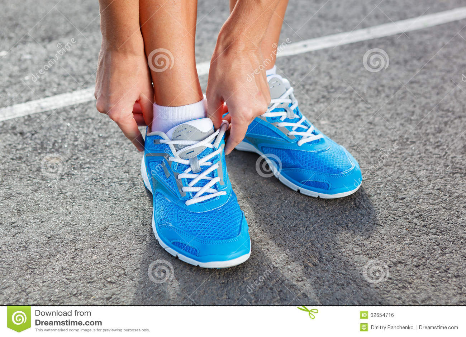 Nahaufnahme Der Jungen Frau Sport Binden Stockfoto Bild