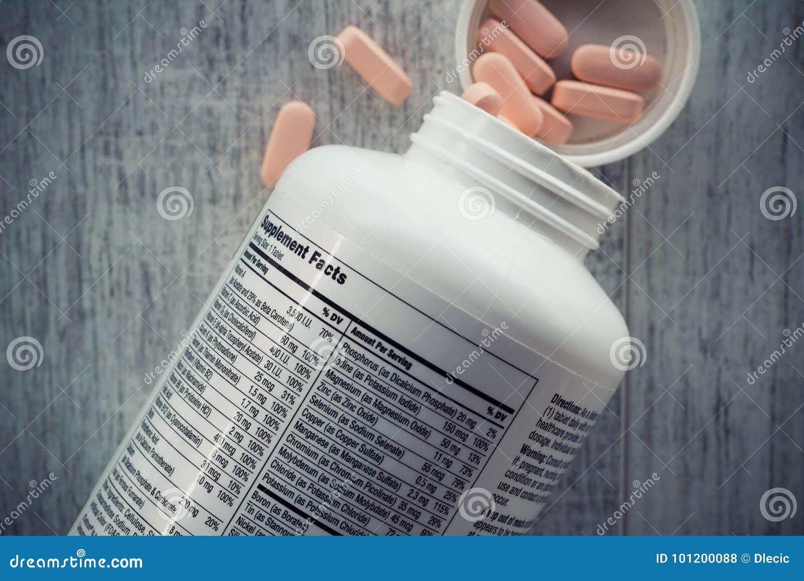 Nahaufnahme einer Flasche Vitamine