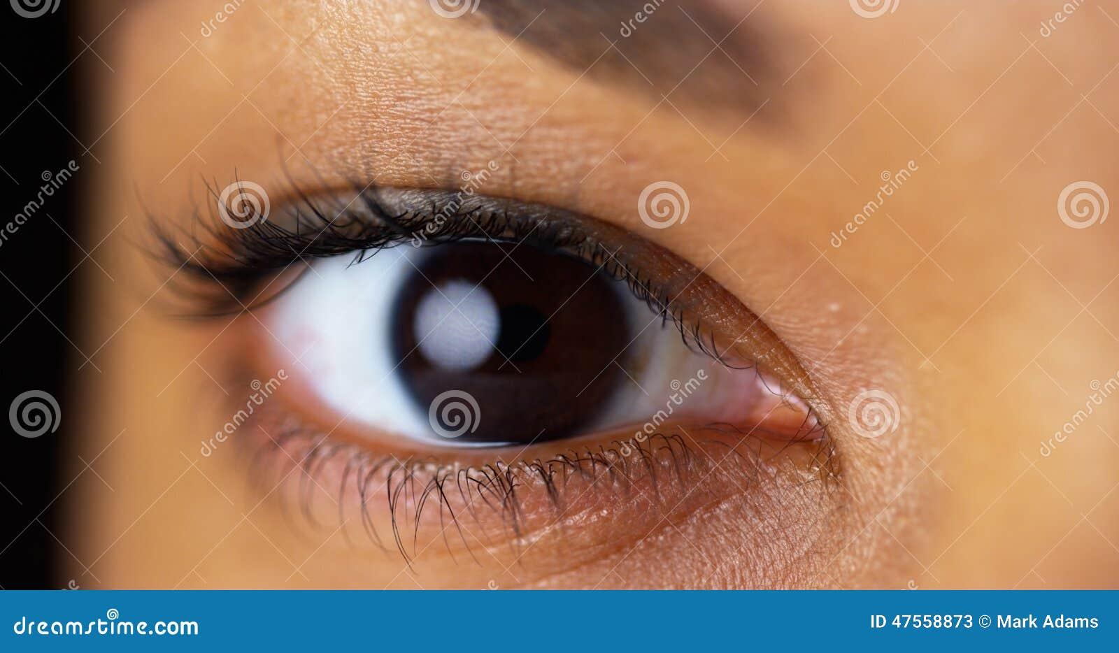 Eyes Of Darkness Inhalt