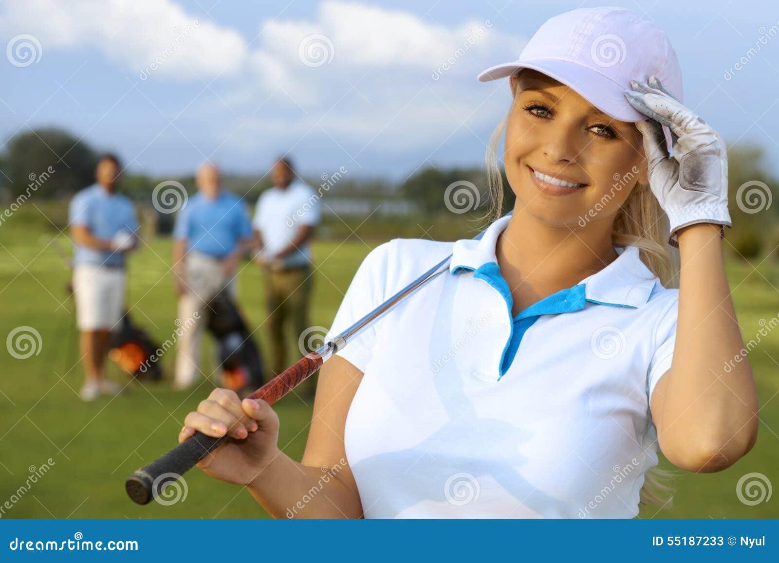 Nahaufnahmeporträt des attraktiven weiblichen Golfspielers