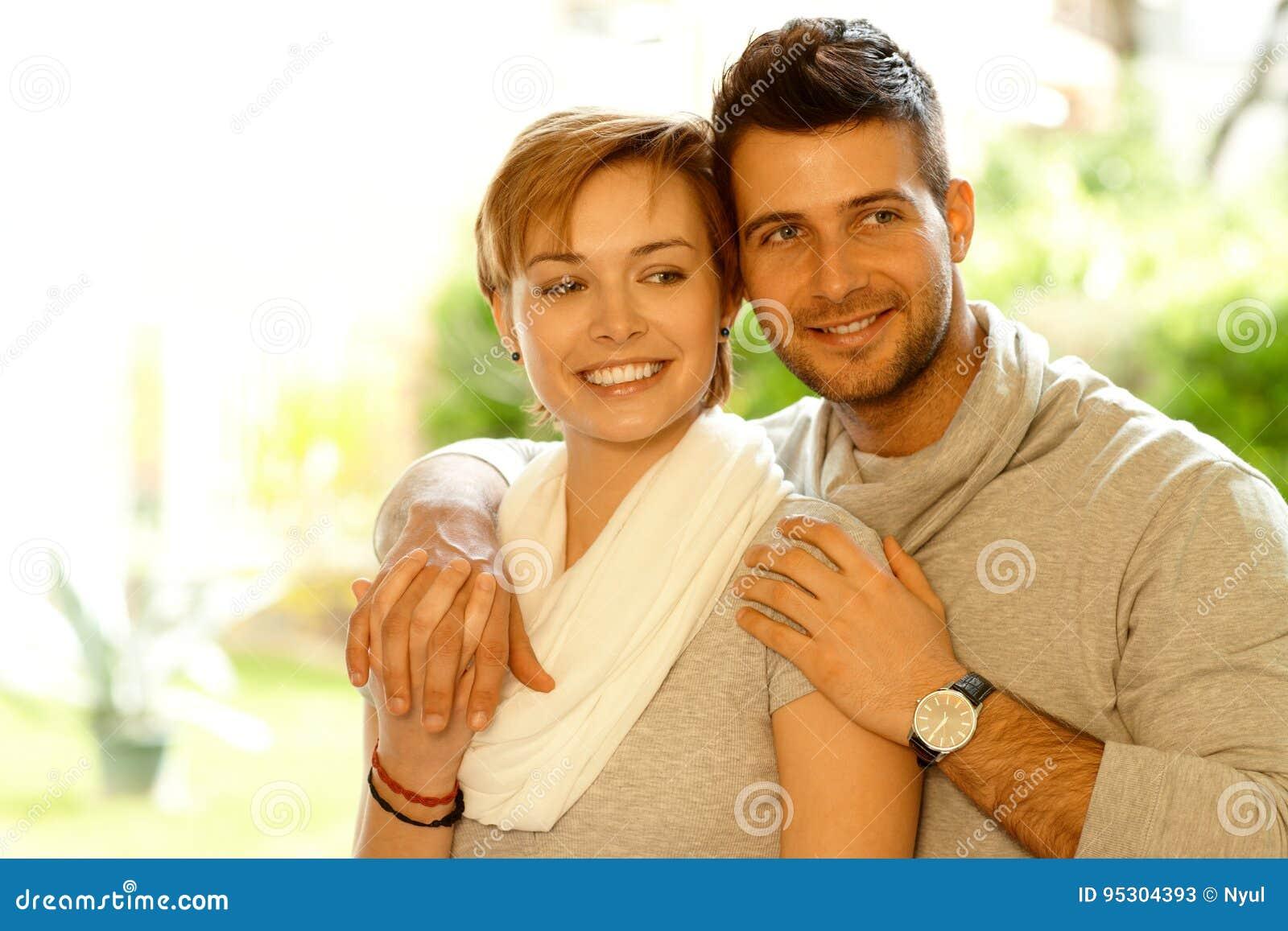 Nahaufnahmeporträt von liebevollen Paaren
