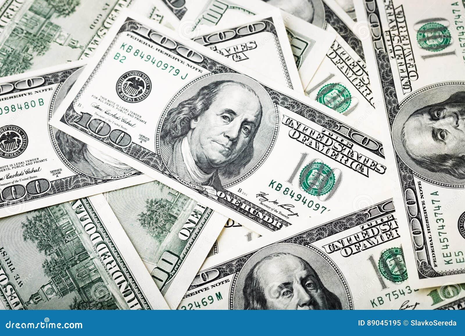 Nahaufnahmeschüsse in der Makrolinse von hundert Dollar Banknote