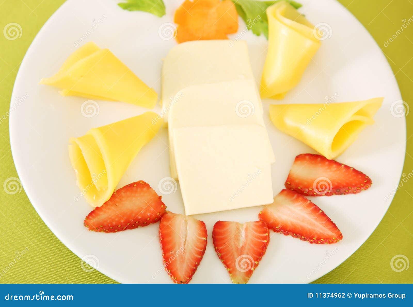 Nahrung, Käse und Erdbeere