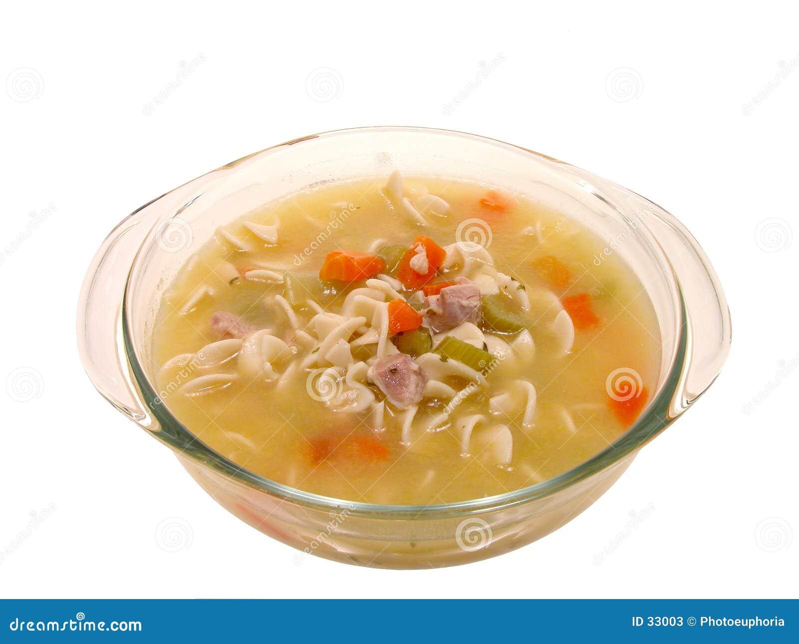 Nahrung: Klumpige Huhn-Nudelsuppe im kochenden Glasteller